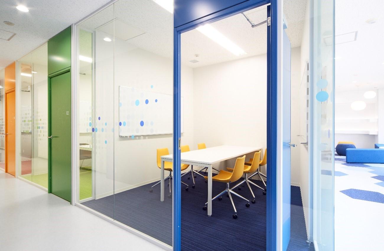 会議室を演出するハイパーテーションの選び方